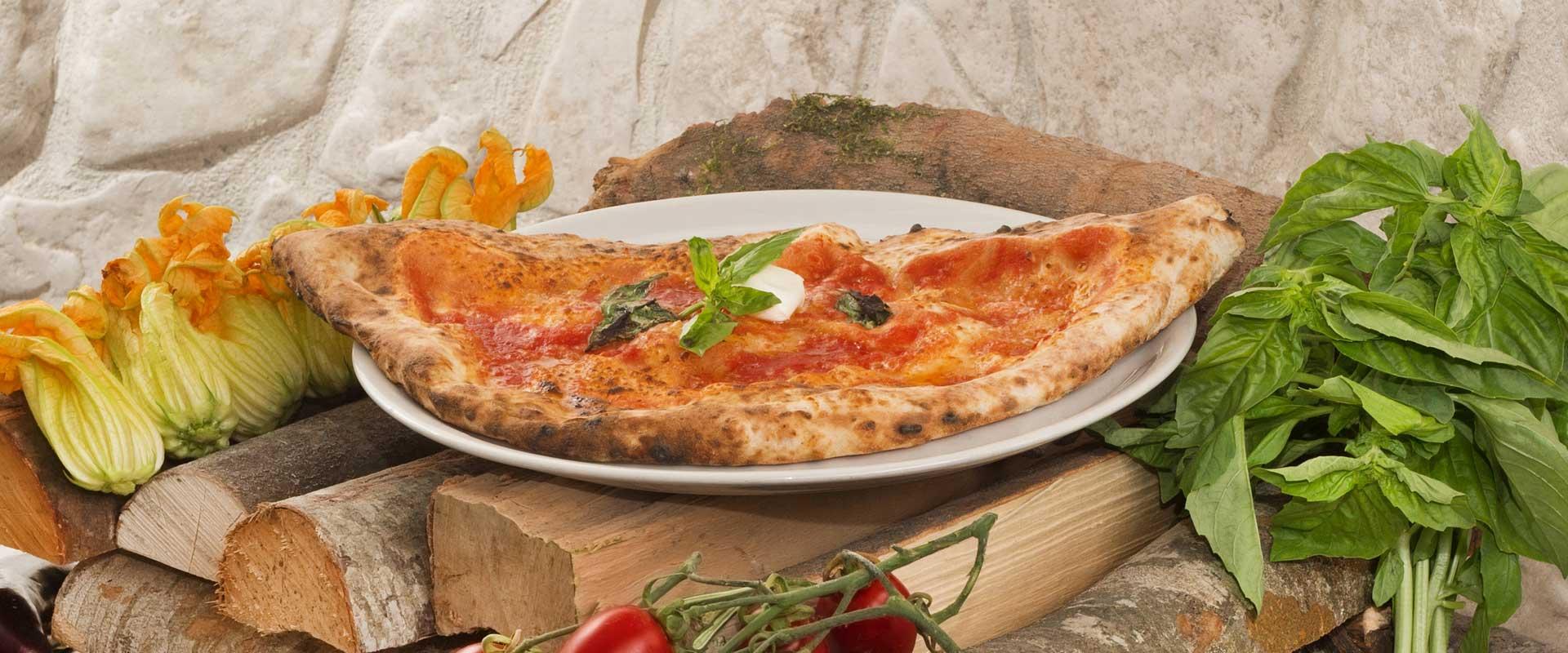 Pizza ripieno al forno tradizionale