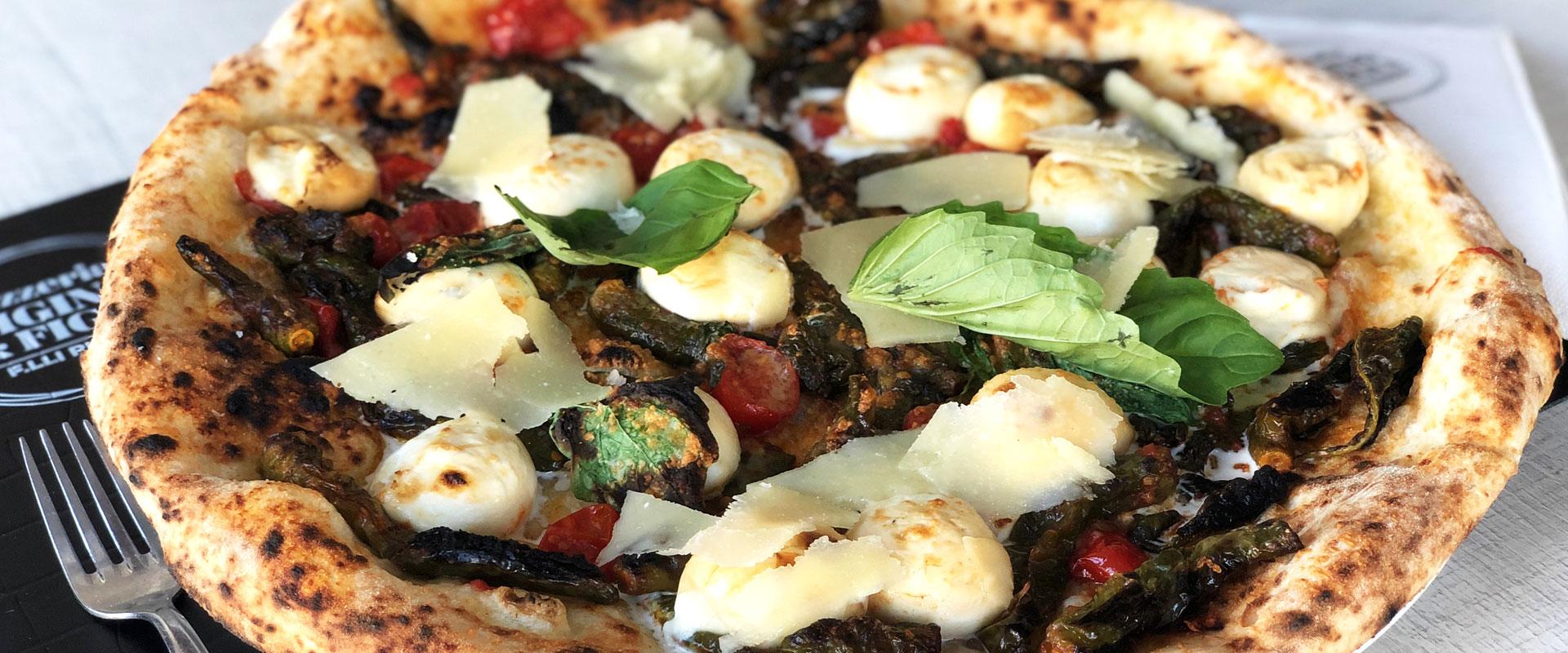 Primizia, la pizza con peperoncini verdi di pizzeria Gigino e figli