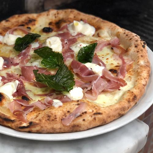 Pizza con olio al tartufo, la pizza deliziosa della pizzeria napoletana gigino e figli