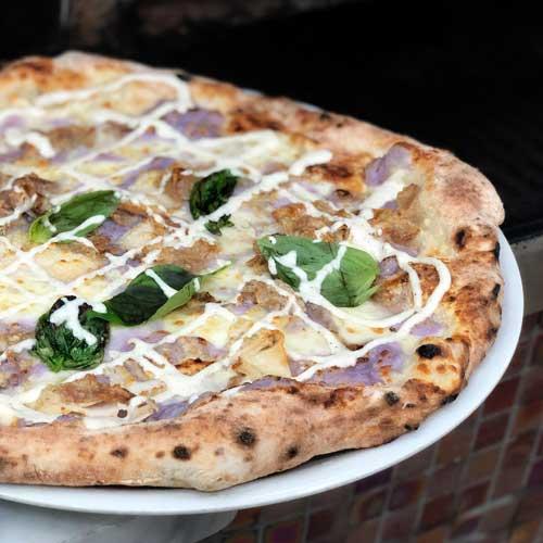 Pizza con mousse di patata viola