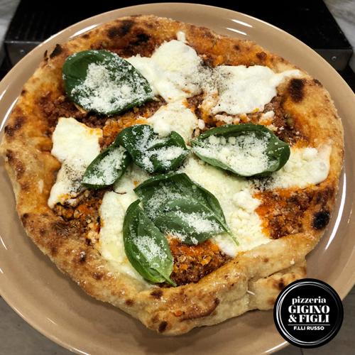 Montaragù è la pizza montanara alla bolognese della pizzeria Gigino&Figli di Napoli