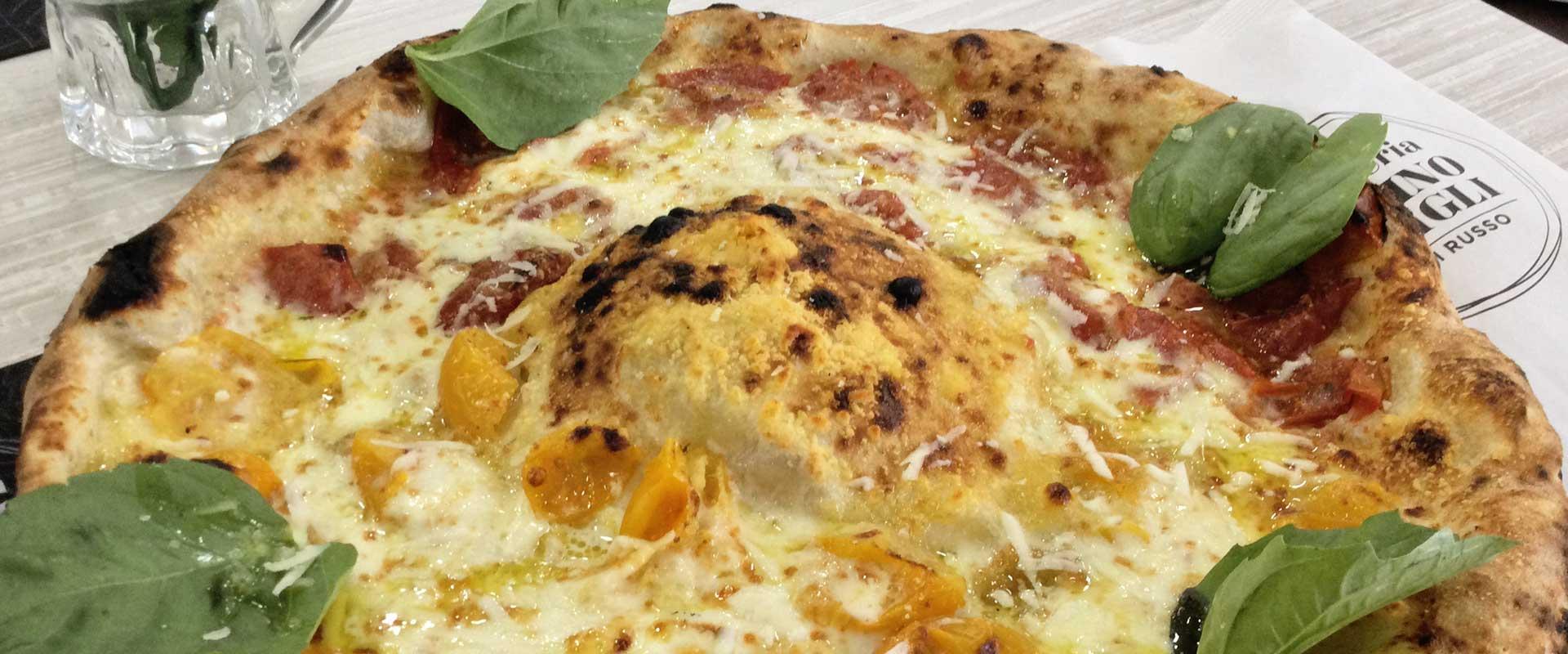 Pizza Vesuvio pizzeria Gigino e Figli Soccavo di Napoli